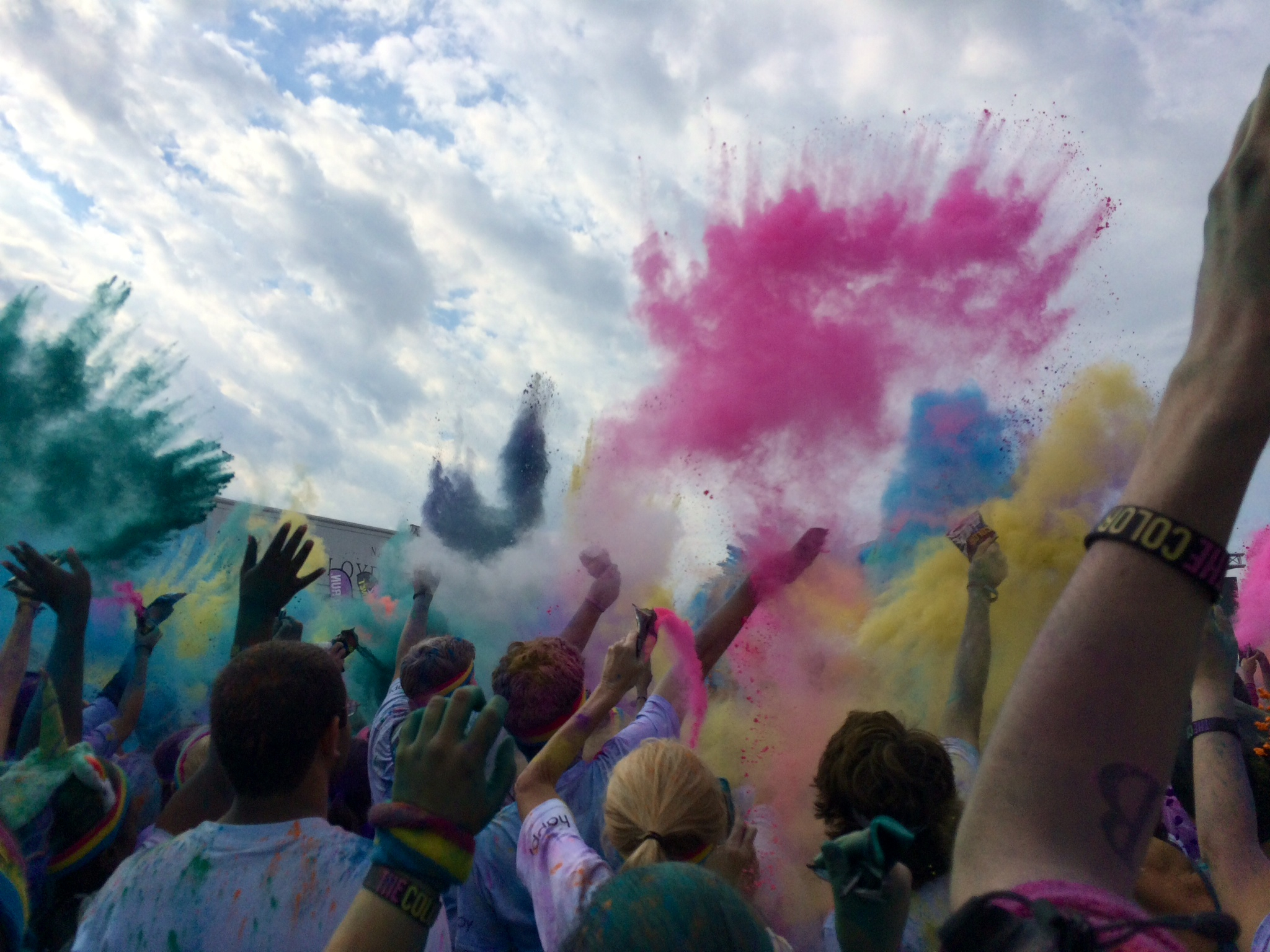 The YinOva Center Took Part in The Color Run!